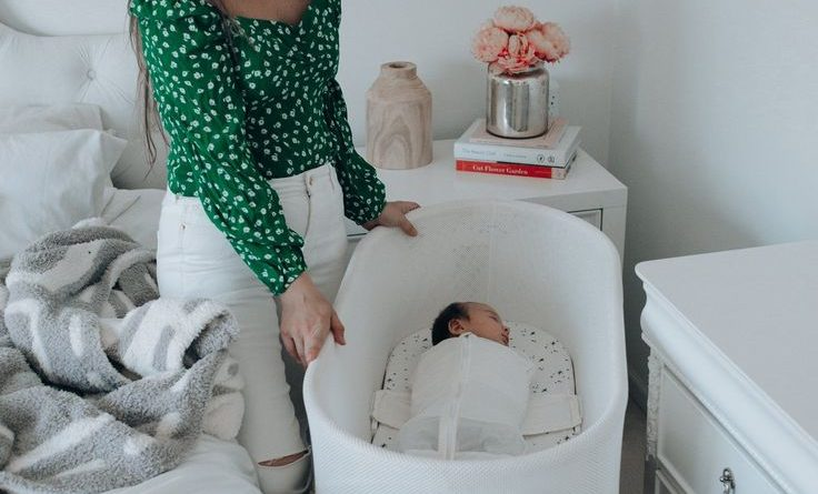 Sharing the best baby bassinet and why the SNOO is worth it! | baby bassinet best, bassinet ideas girl, best side bassinet, baby boy bassinet, baby girl bassinet, best bassinet newborns, the snoo, snoo bassinet review, snoo review, modern baby bassinet, baby registry must haves, must haves for baby, newborn must haves, baby registry #babyregistry #snoo #bassinet #babymusthaves
