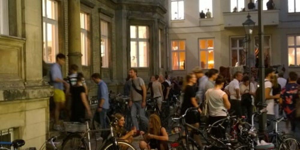 Brücken bauen durch die Kunst: Berlin Art Week startet erstmals Projekt ›Explore Berlin Art Week‹